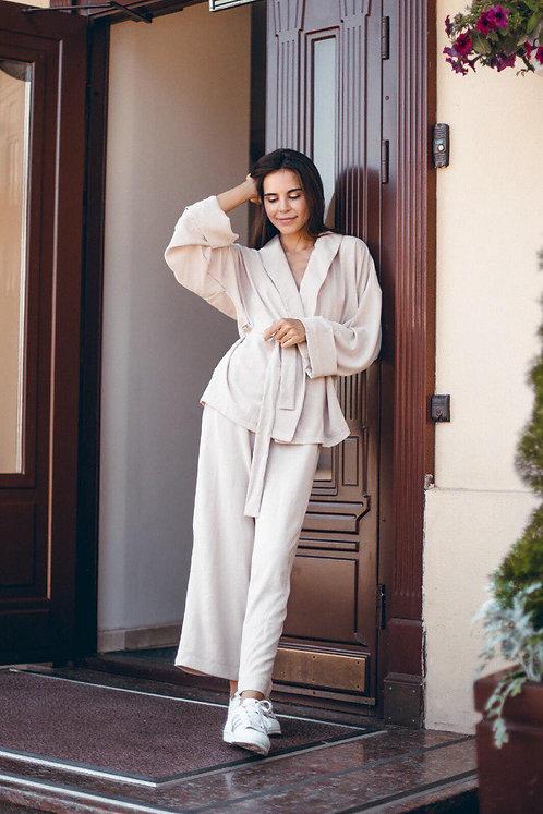 Кремовый костюм кимоно с широкими брюками фото