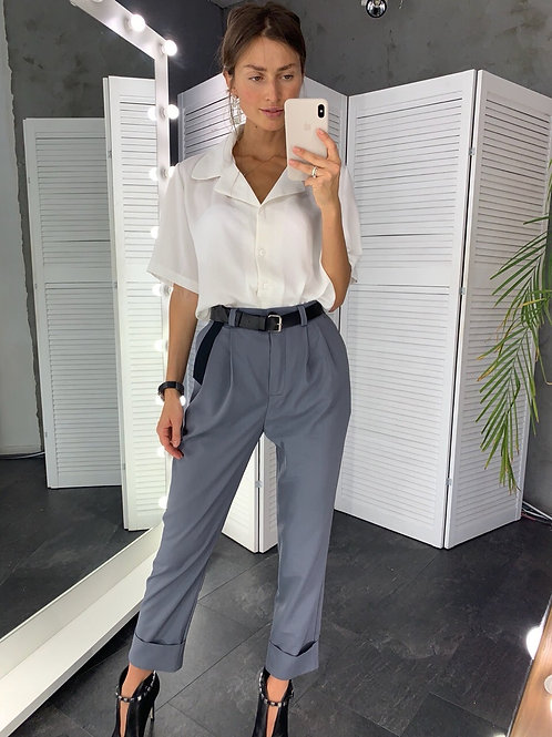 Серые прямые брюки высокой посадки фото