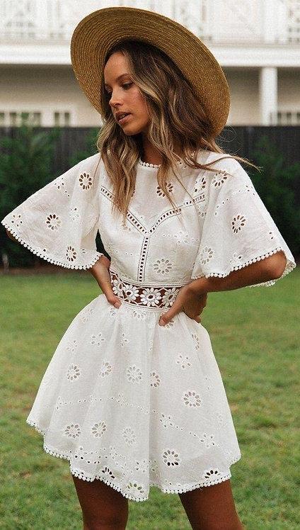 Белое хлопковое платье мини с вышивкой фото
