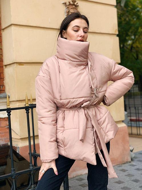 Пудровая зимняя короткая куртка фото