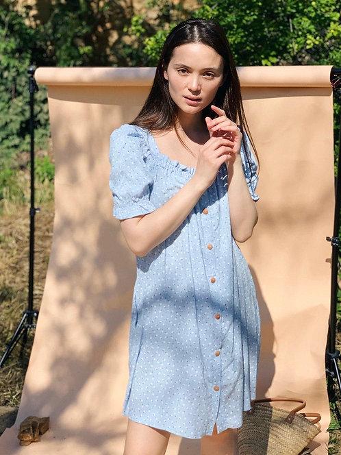 Голубое короткое платье в мелкий цветочек фото