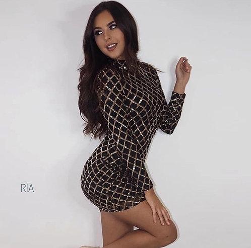 Силуэтное мини платье с вышивкой из пайетки фото