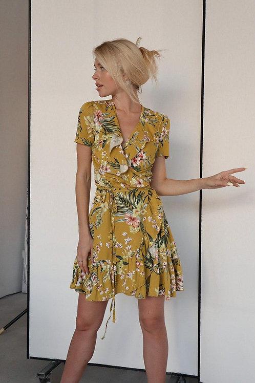 Желтое короткое платье в цветочек из льна фото
