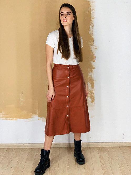 Коричневая кожаная черная юбка миди с кнопками фото