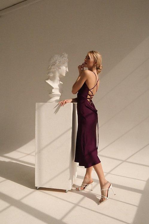 Шелковое платье комбинация бургунди с переплетом на спине фото