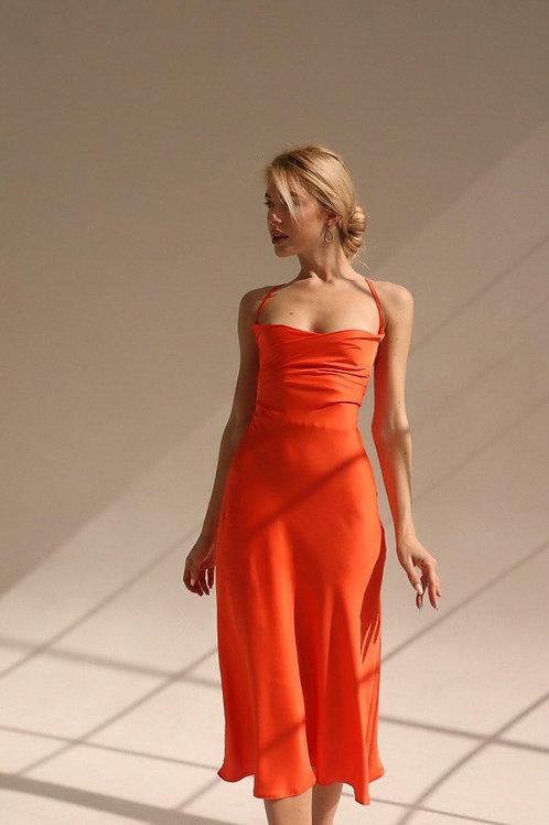 Оранжевое платье комбинация с переплетом на спине фото
