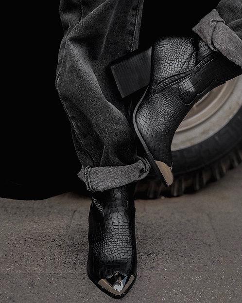 Черные ботинки казаки под крокодила с металлическими носочками Италия фото