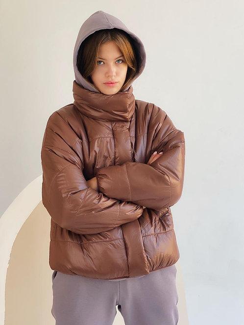 Коричневая короткая демисезонная куртка фото