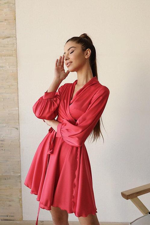 Коралловое короткое шелковое платье на запах фото