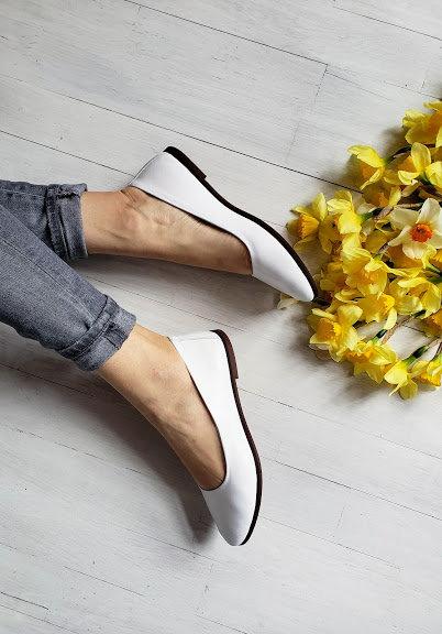 Белые базовые натуральные кожаные балетки TM BONA
