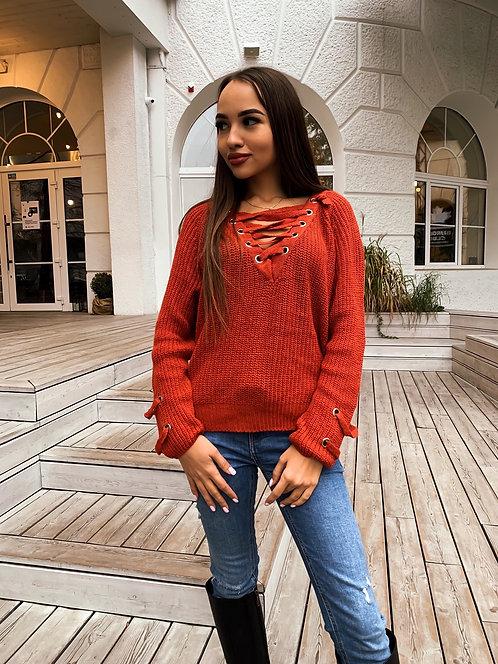 Шерстяной свитер со шнуровкой на декольте фото