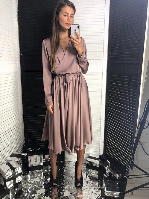Элегантное шелковое платье миди на запах фото