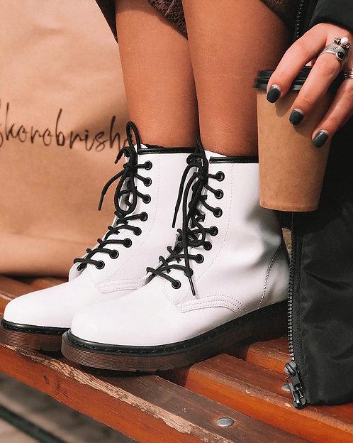 Белые ботинки с контрастной шнуровкой в стиле Dr. Martens Италия фото