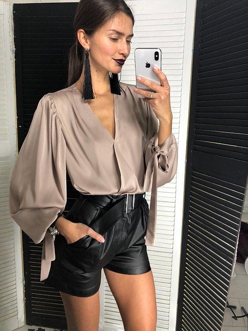 Шелковая блузка с пышными рукавами фото