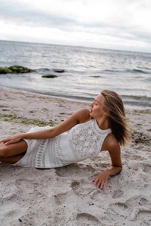 Белое вязаное платье макси из хлопка фото