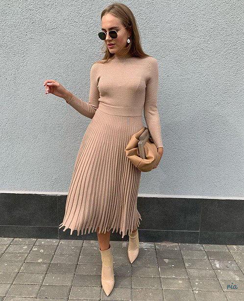 Платье миди в рубчик с резным краем фото
