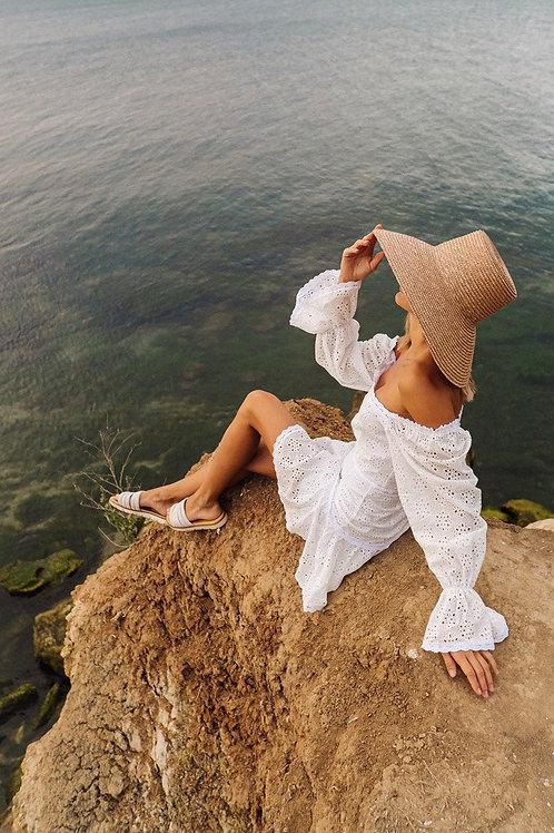 Белый костюм из прошвы с мини юбкой и топом фото