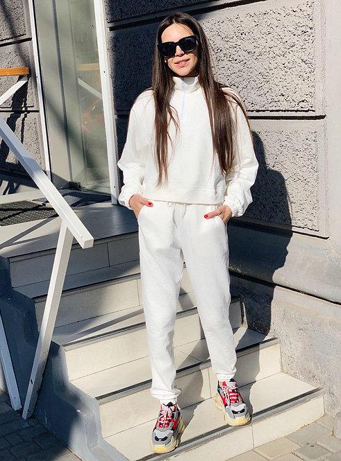 Белый спортивный костюм с укороченным верхом оверсайз фото