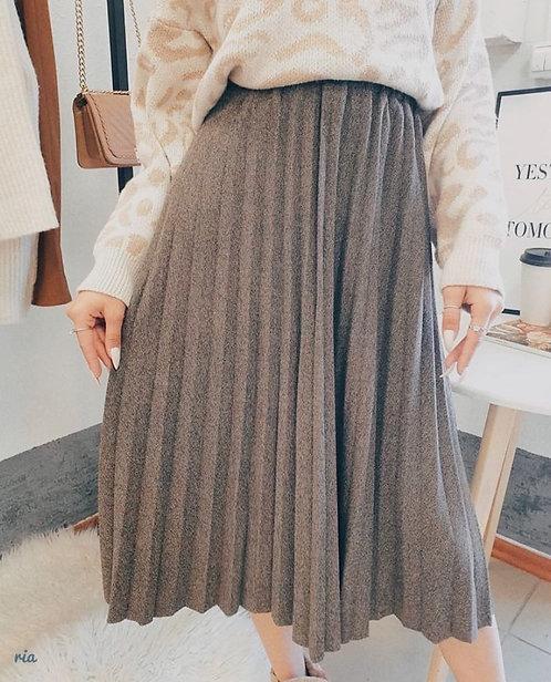 Трикотажная плиссированная юбка миди фото