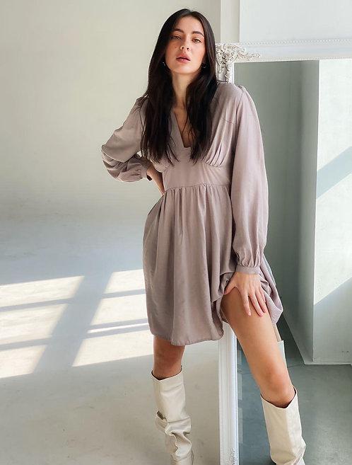 Пыльно-розовое шелковое платье с V-образным декольте фото