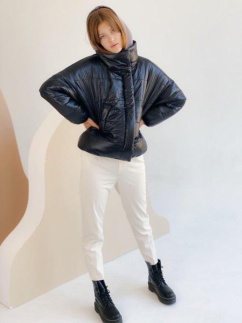 Черная короткая демисезонная куртка фото