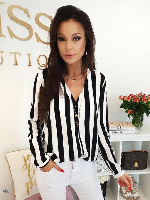 Блузка в черно-белую полоску фото