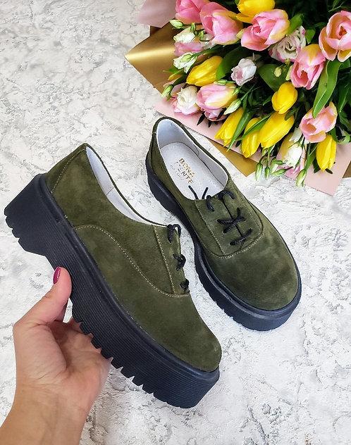 Натуральные замшевые туфли броги цвета хаки на платформе TM BONA