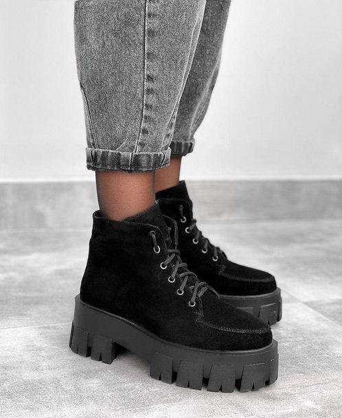 Черные натуральные замшевые ботинки на тракторной платформе фото