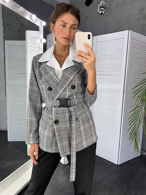 Приталенный клетчатый пиджак с поясом фото