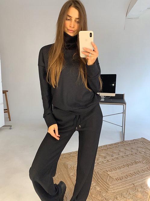 Черный теплый костюм с широкими брюками фото