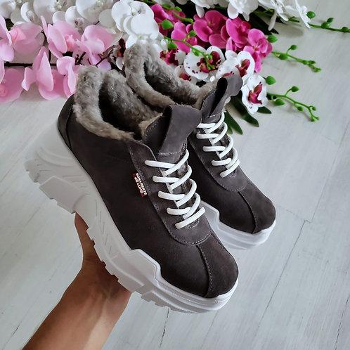 Серые натуральные замшевые кроссовки на платформе фото