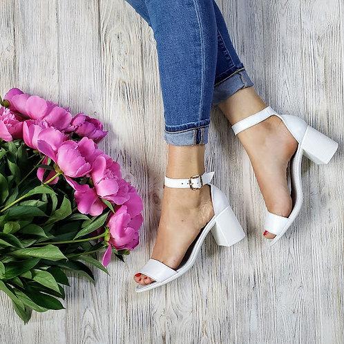 Натуральные белые кожаные босоножки на удобном каблуке TM BONA