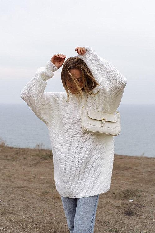 Молочный удлиненный свитер фото