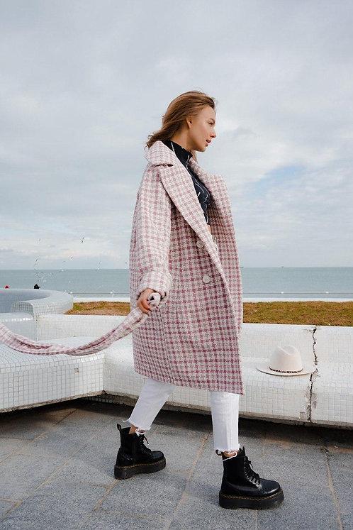 Белое пальто в розовую мелкую клетку фото