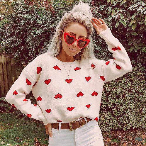 Белый свитер в красные сердечки фото