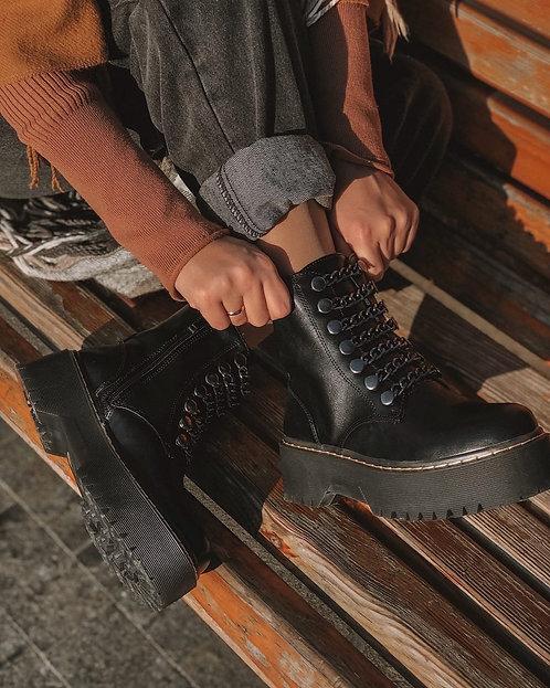 Черные ботинки на толстой подошве с цепями Италия фото