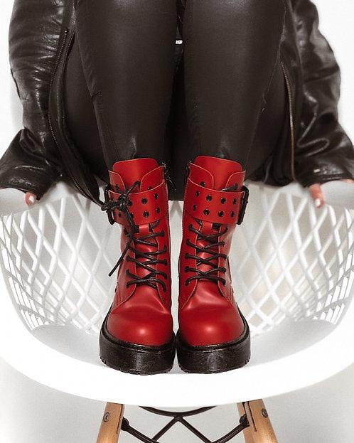 Красные ботинки фото