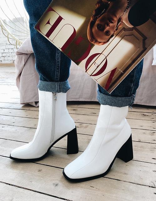 Белые ботильоны на косых каблуках с квадратными носками Италия фото