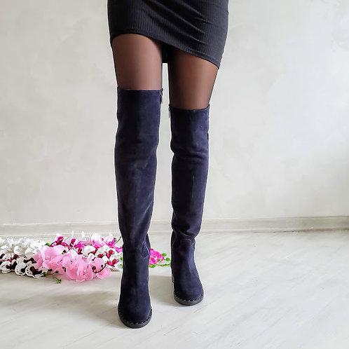 Темно-синие натуральные замшевые ботфорты без каблука фото
