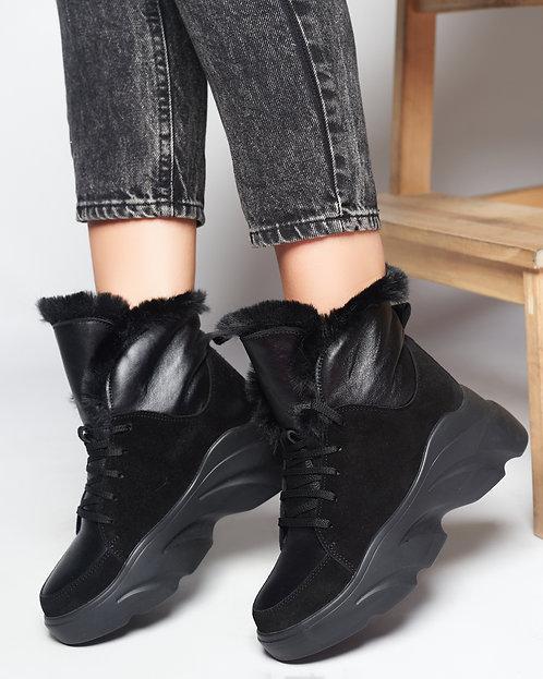 Черные зимние замшевые ботинки на спортивной платформе фото