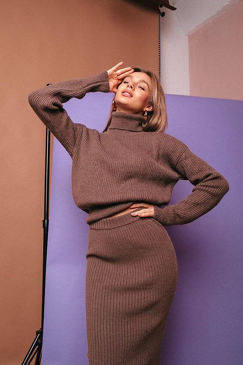 Кофейный шерстяной вязаный костюм с юбкой миди фото