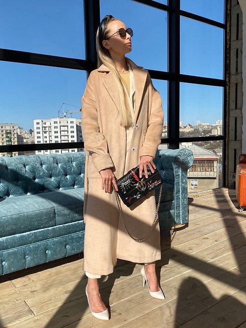 Нюдовое длинное пальто фото