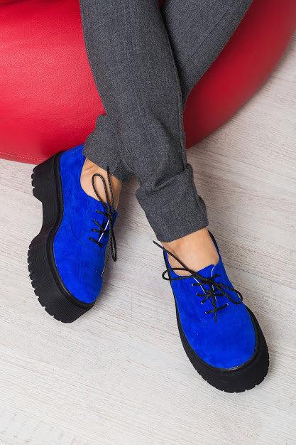 Натуральные замшевые туфли броги цвета электрик на платформе TM BONA