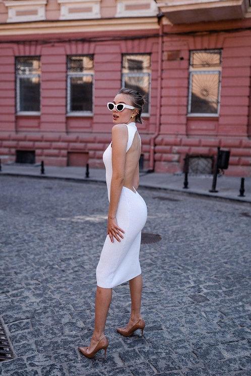 Белое платье резинка с открытой спиной фото