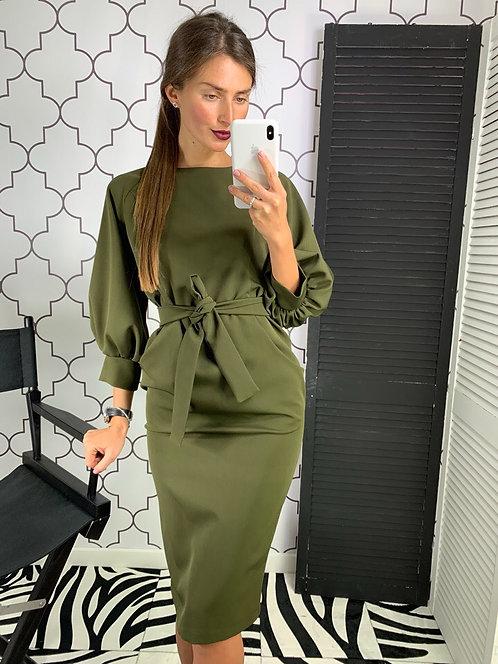 Приталенное платье миди с поясом и неполным рукавом фото
