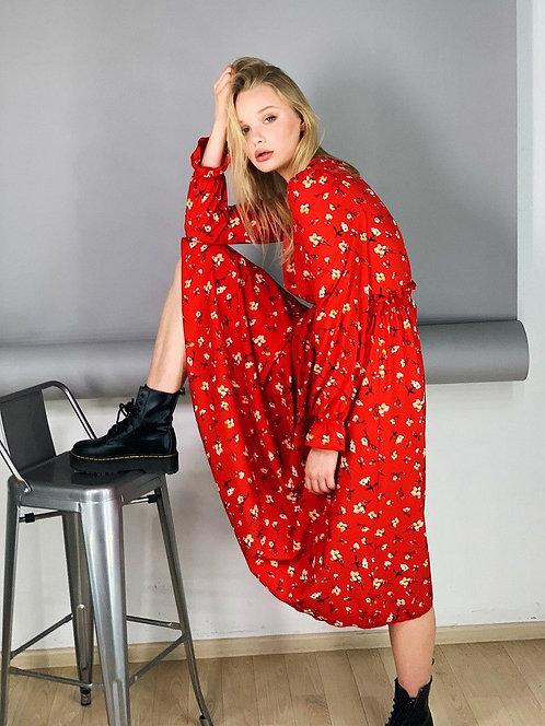 Красное платье миди в цветочек фото