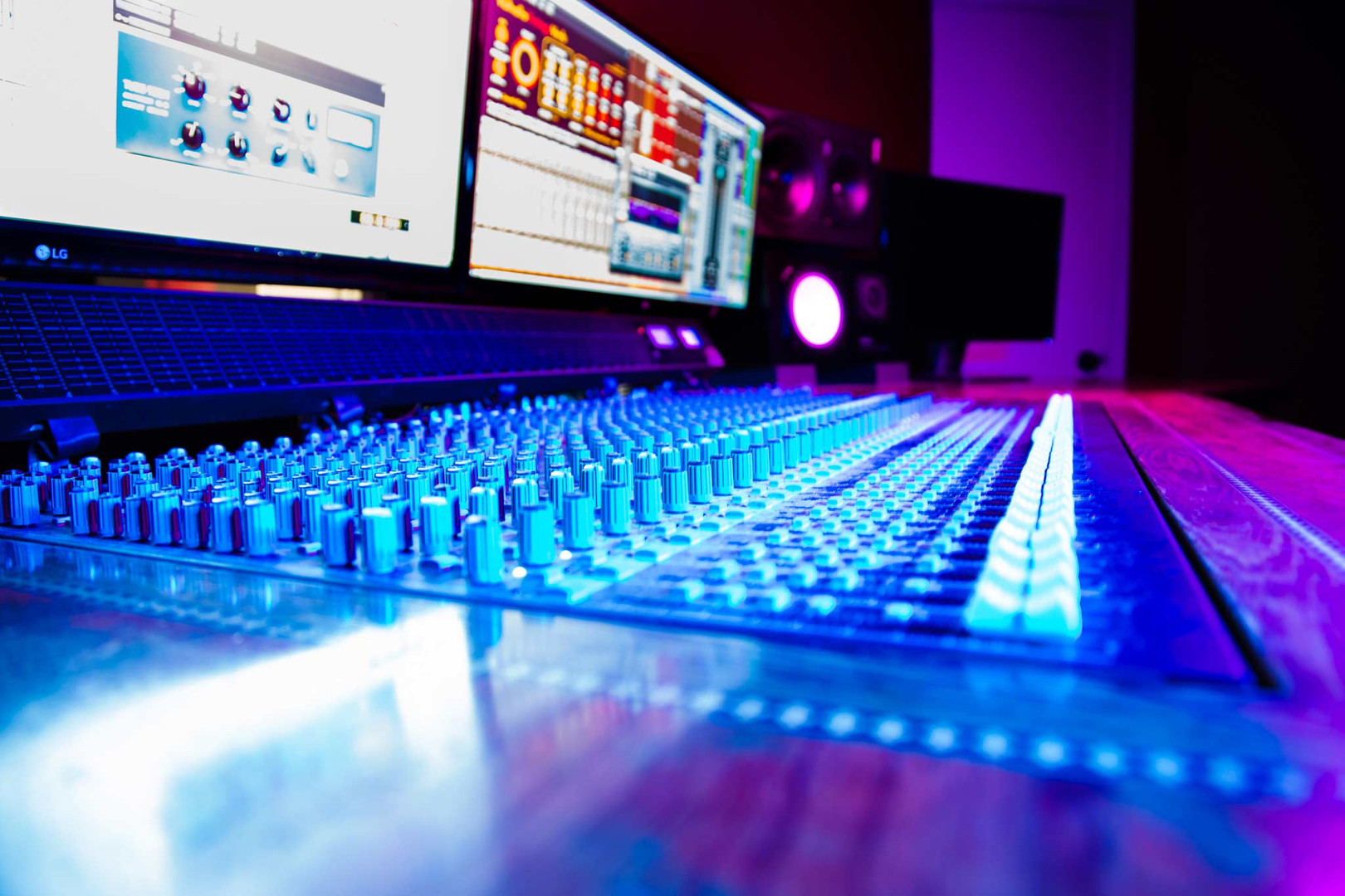 Undercaste-Studios-Desk-Colors-10.jpg