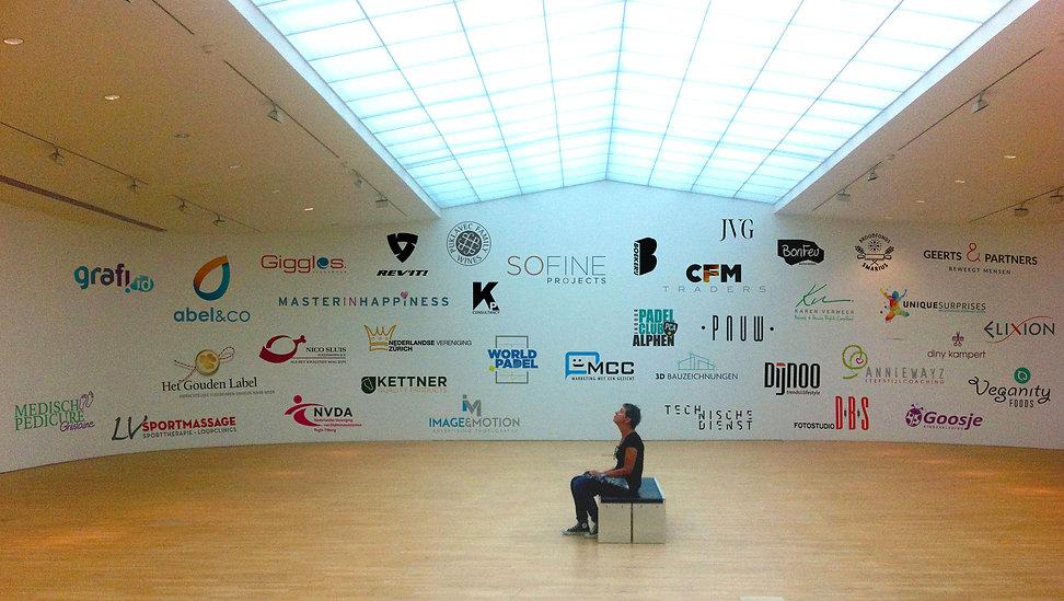 Museumzaal_logo_LR.jpg