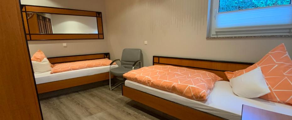 Kleines Schlafzimmer mit 2 Einzelbetten