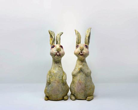 white rabbit sculptures by ocasiocasa.jp